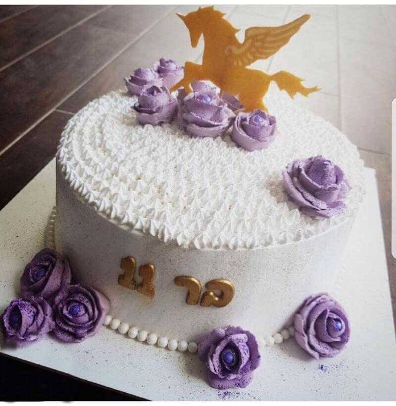 עוגת חד קרן ופרחים
