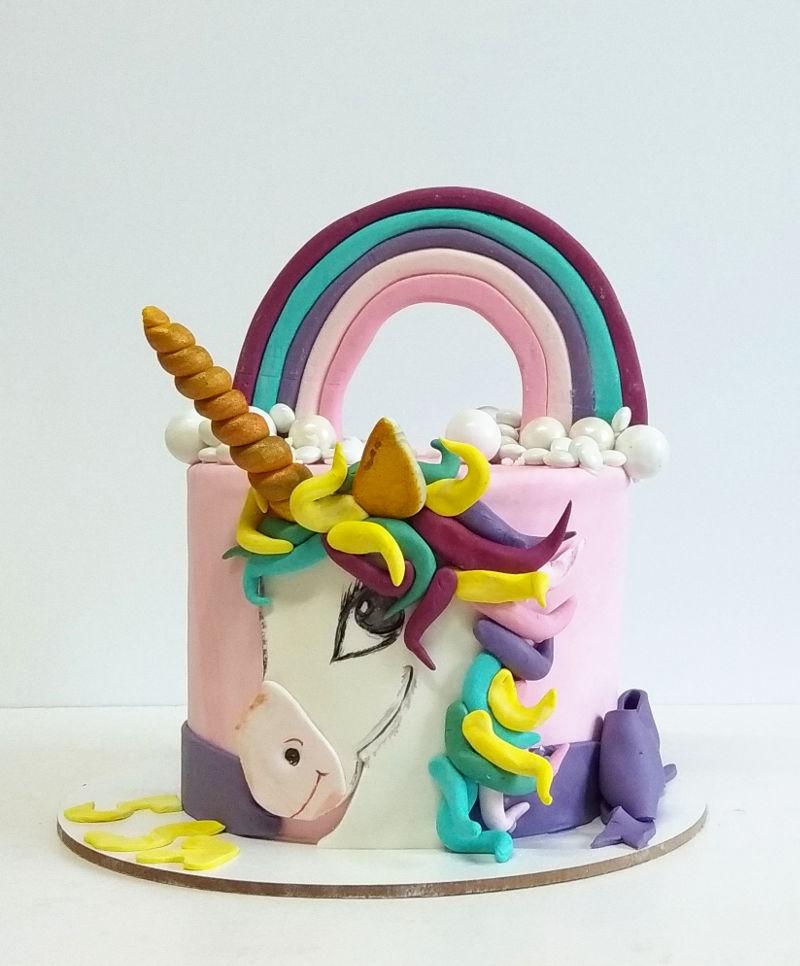 עוגת חד קרן כשרה מבצק סוכר