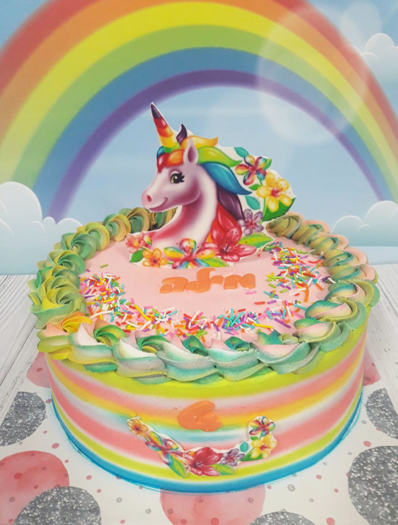 עוגת זילוף חד קרן צבעונית