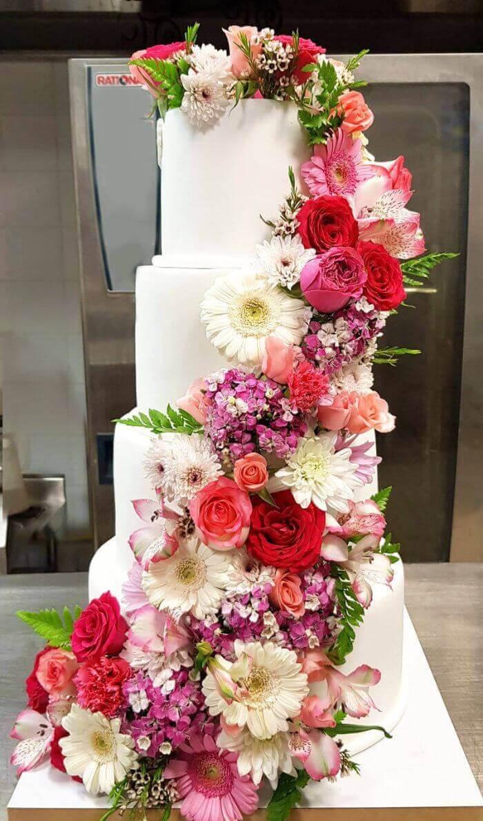 עוגת חתונה כשרה עם פרחים