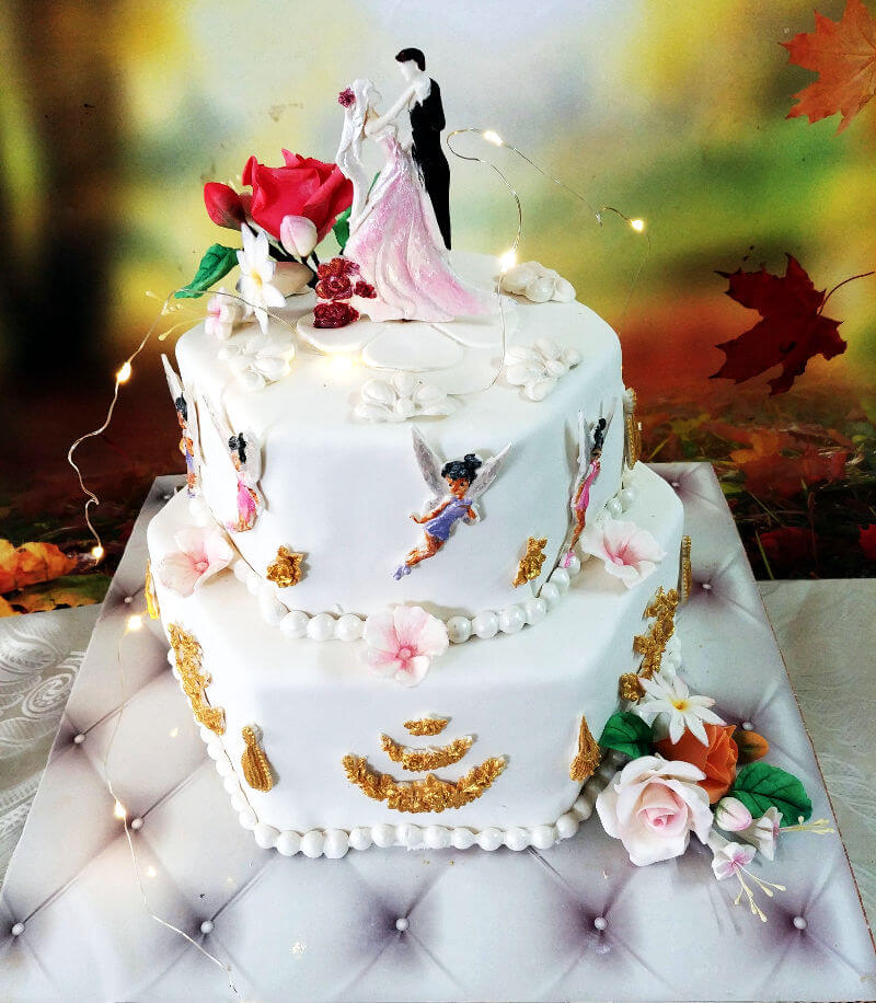 עוגת חתונה מוארת