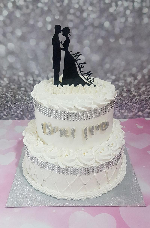 עוגת חתונה מעוצבת קלאסית