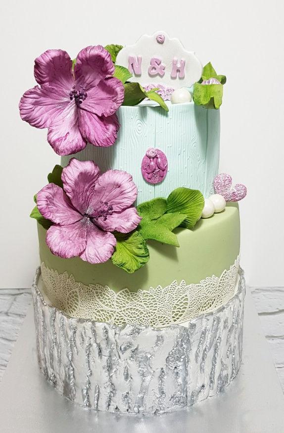 עוגת חתונה מעוצבת מבצק סוכר