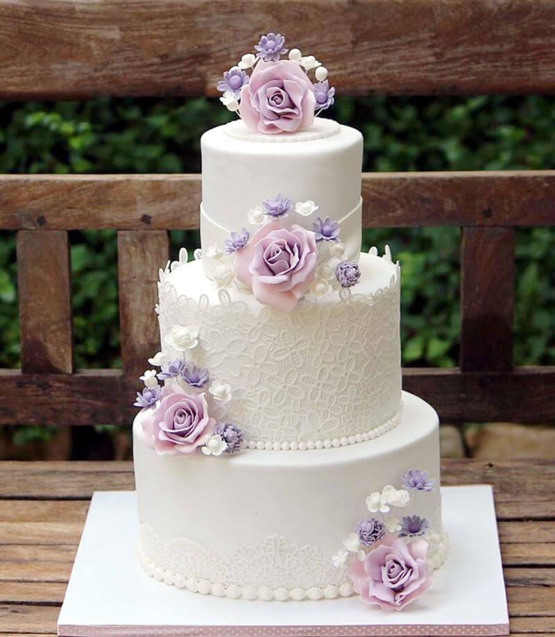 עוגת חתונה מעוצבת עם פרחים