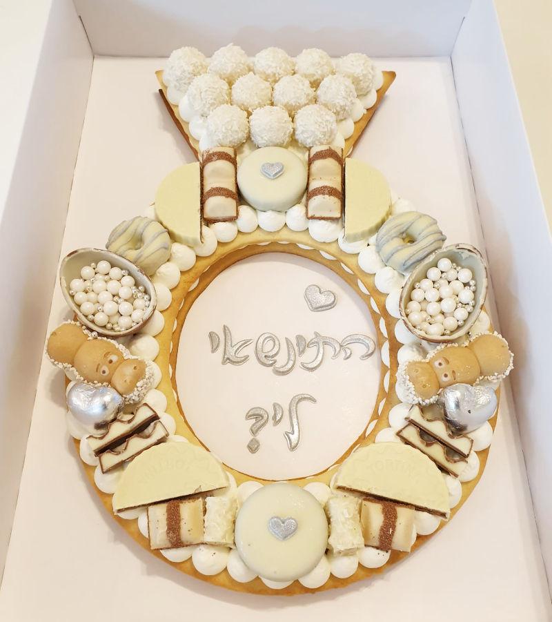 עוגה מעוצבת של טבעת אירוסין