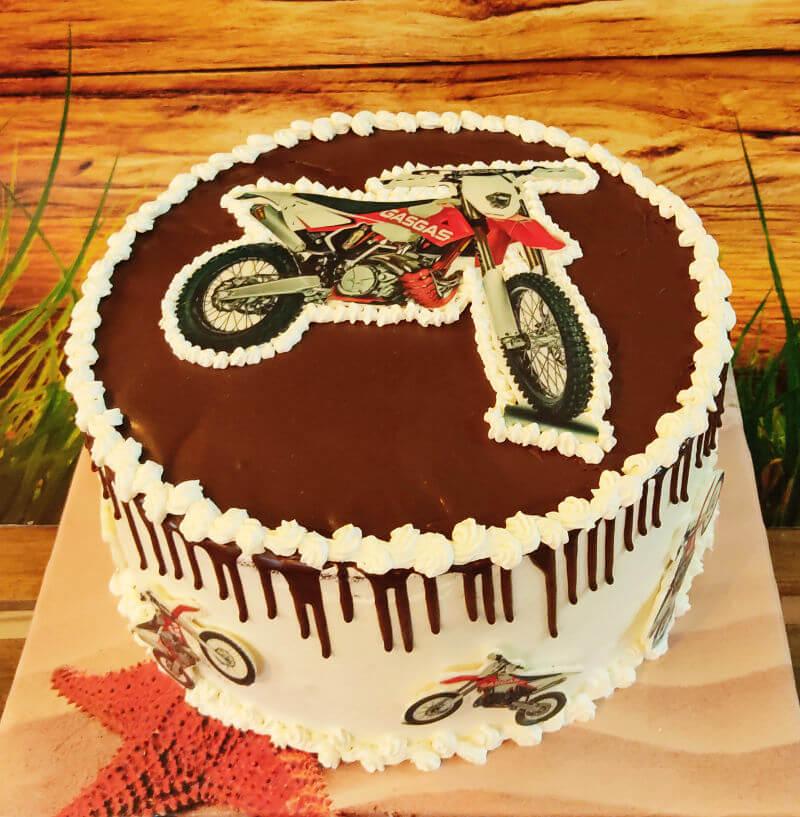 עוגת טפטופים בעיצוב אופנוע