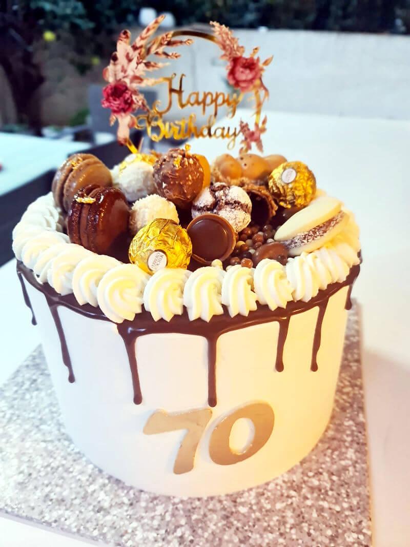 עוגת טפטופים עם ממתקים יום הולדת שמח