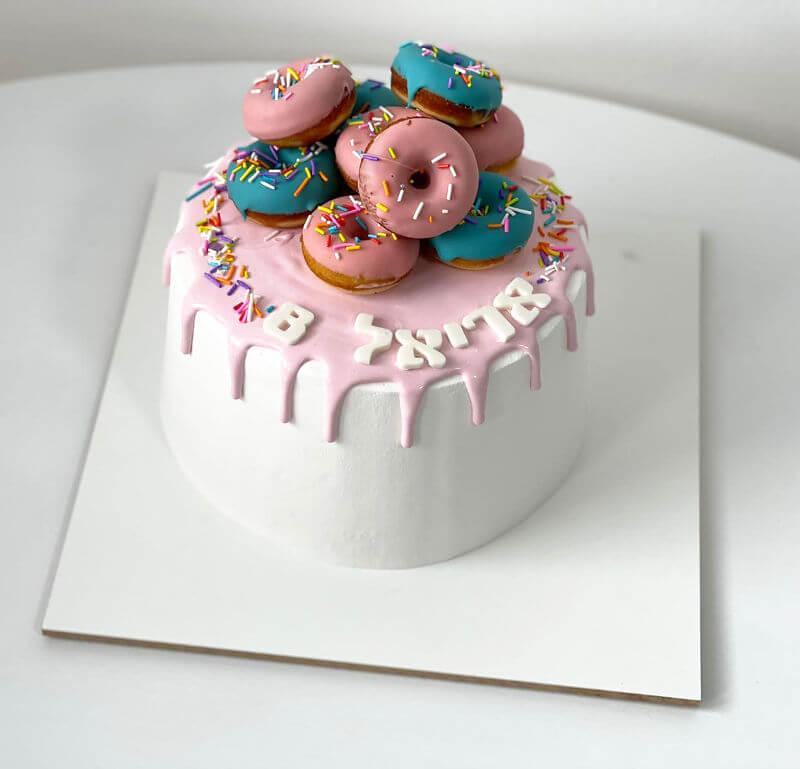עוגת טפטופים עם דונאטס