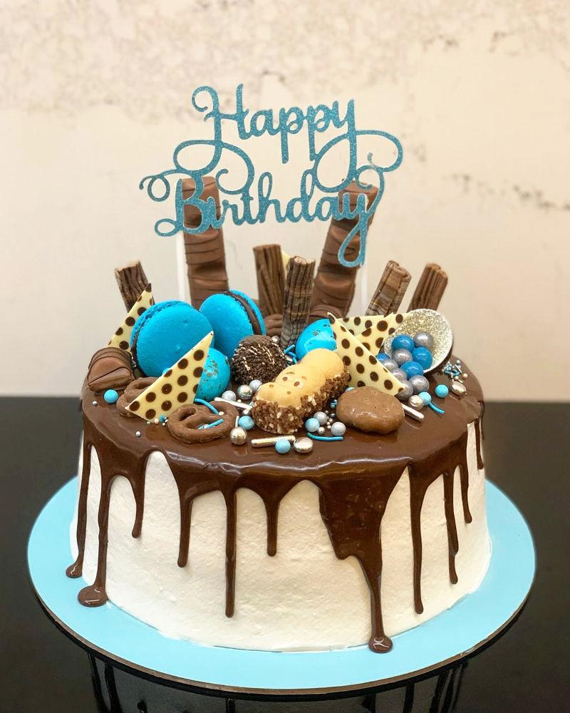עוגת טפטופי גאנש וממתקים לבן