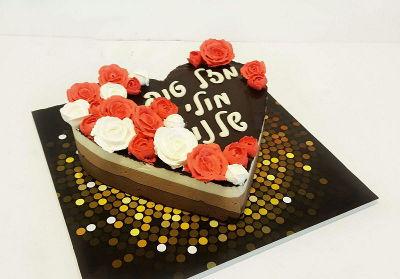 עוגת טריקולד לב עם זילוף פרחים