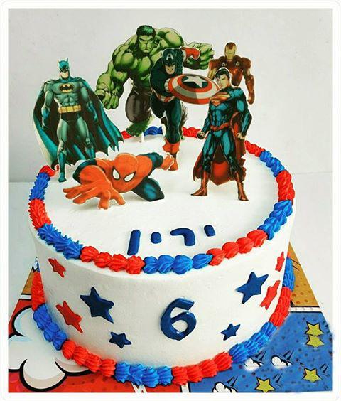 עוגת יום הולדת בנים של גיבורי על