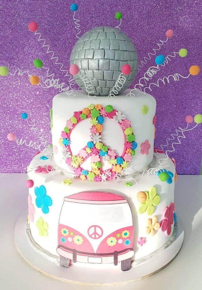 עוגת יום הולדת בעיצוב היפי