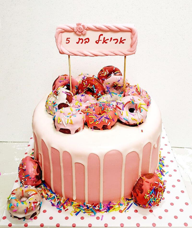 עוגת יום הולדת דונאטס ובצק סוכר