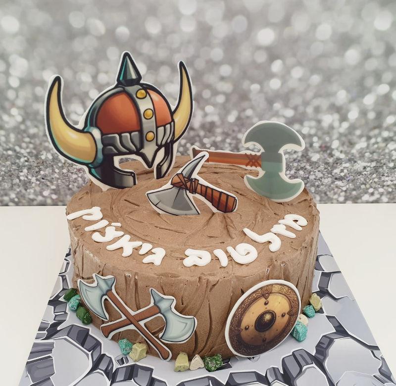 עוגת יום הולדת מיוחדת בעיצוב ויקינגים