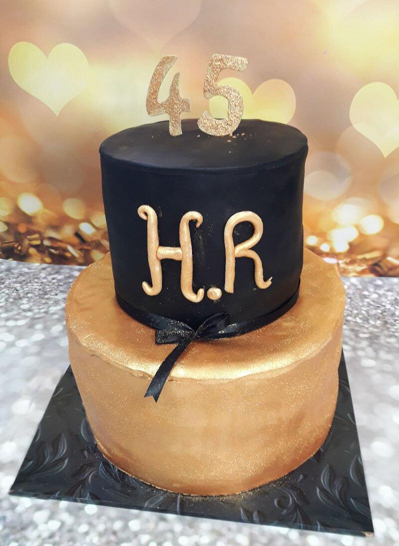 עוגת יום הולדת בזהב מבצק סוכר