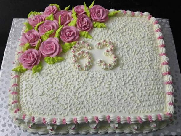 עוגת יום הולדת זילוף פרחים