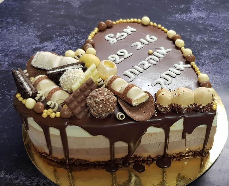 עוגת יום הולדת טריקולד לב וממתקים