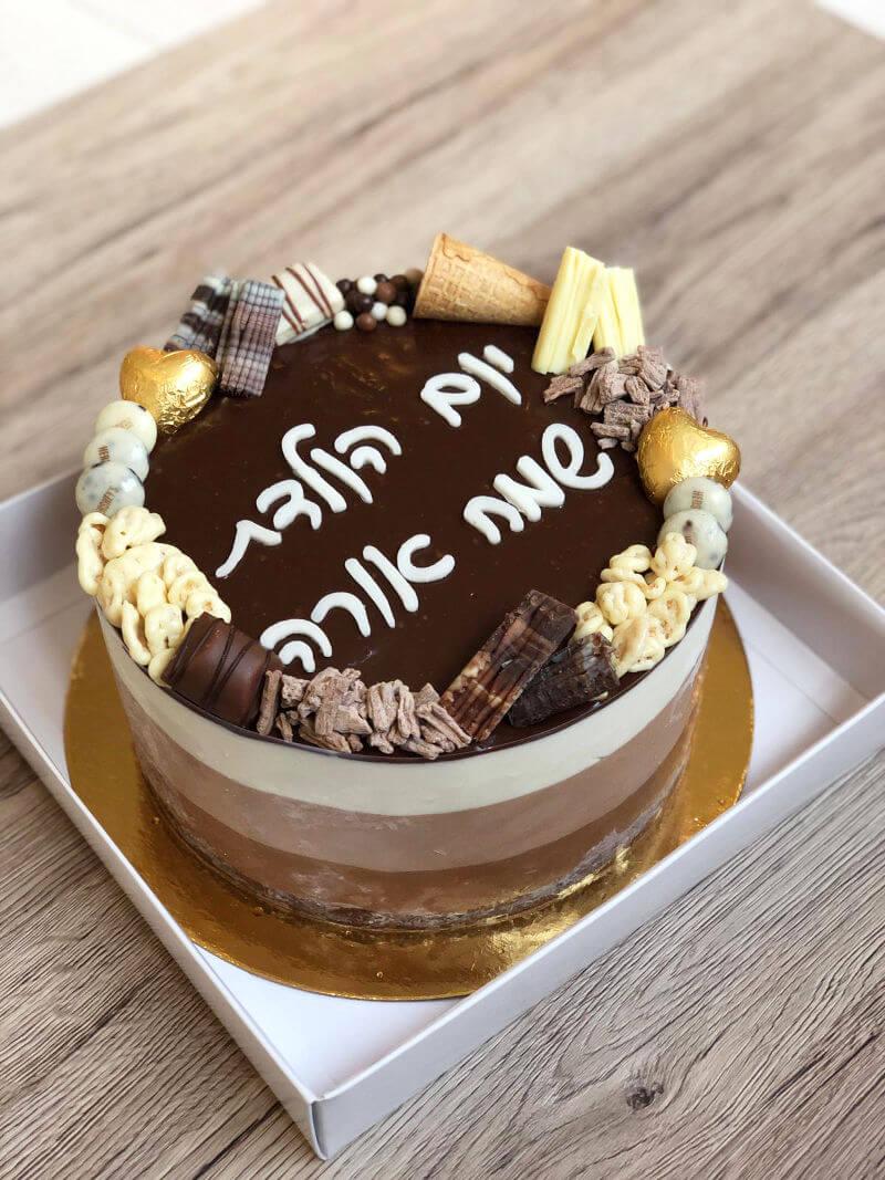 עוגת יום הולדת טריקולד מעוצבת עם מלא שוקולדים