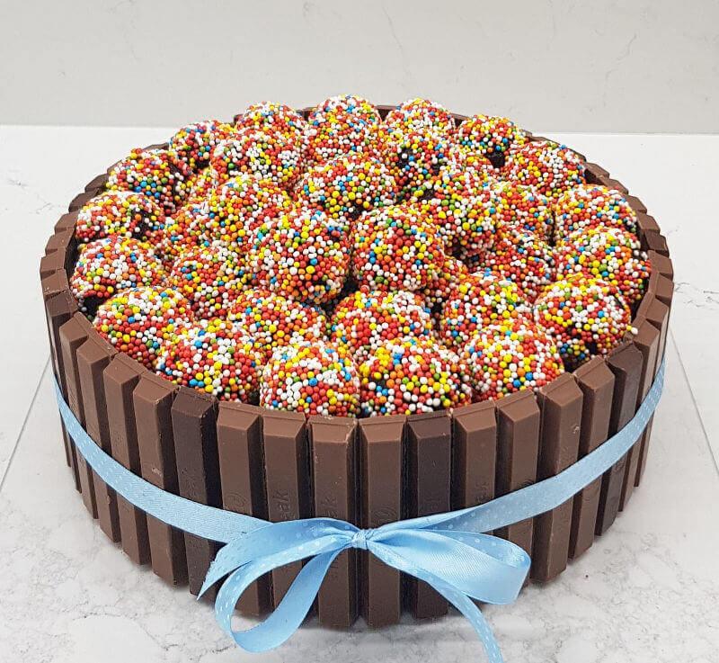 עוגת יום הולדת כדורי שוקולד