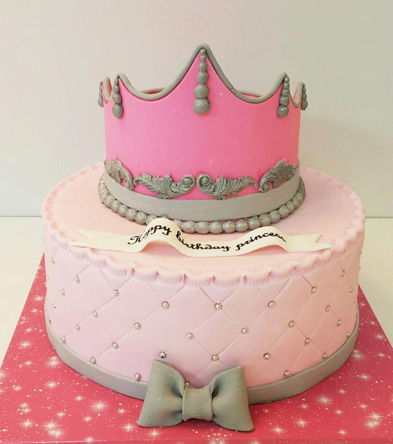 עוגת יום הולדת כתר מבצק סוכר