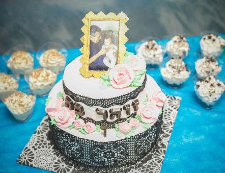 עוגה קומות מעוצבת פרחים לגיל שנה