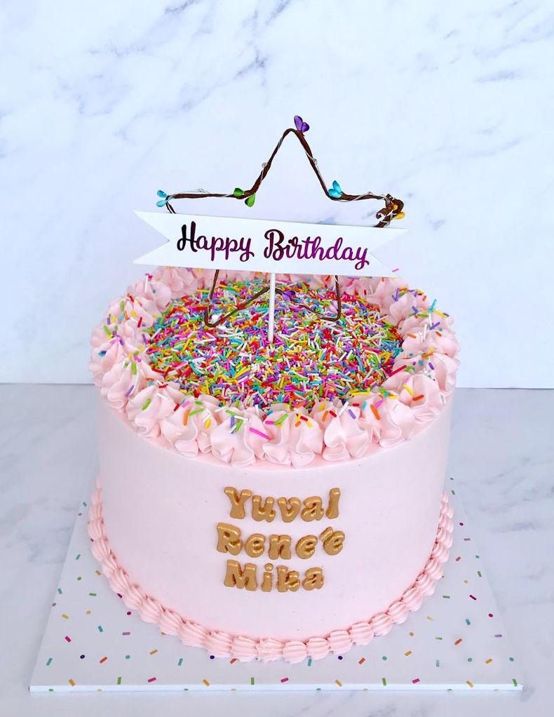 עוגת יום הולדת לבנות עם סוכריות