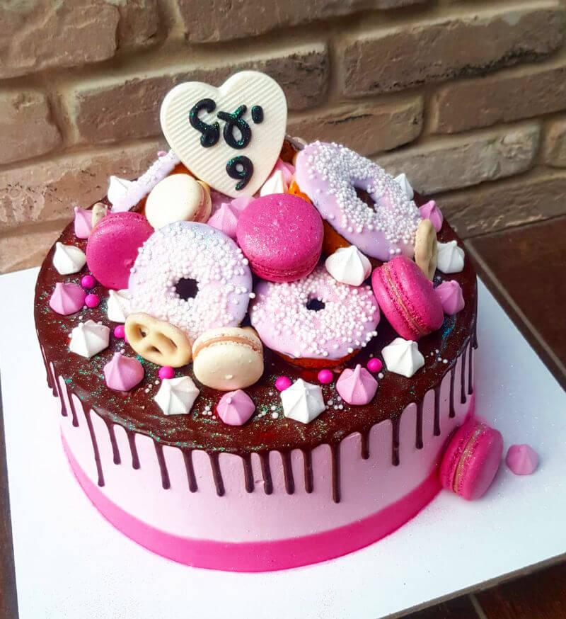 עוגת יום הולדת עם ממתקים לבת