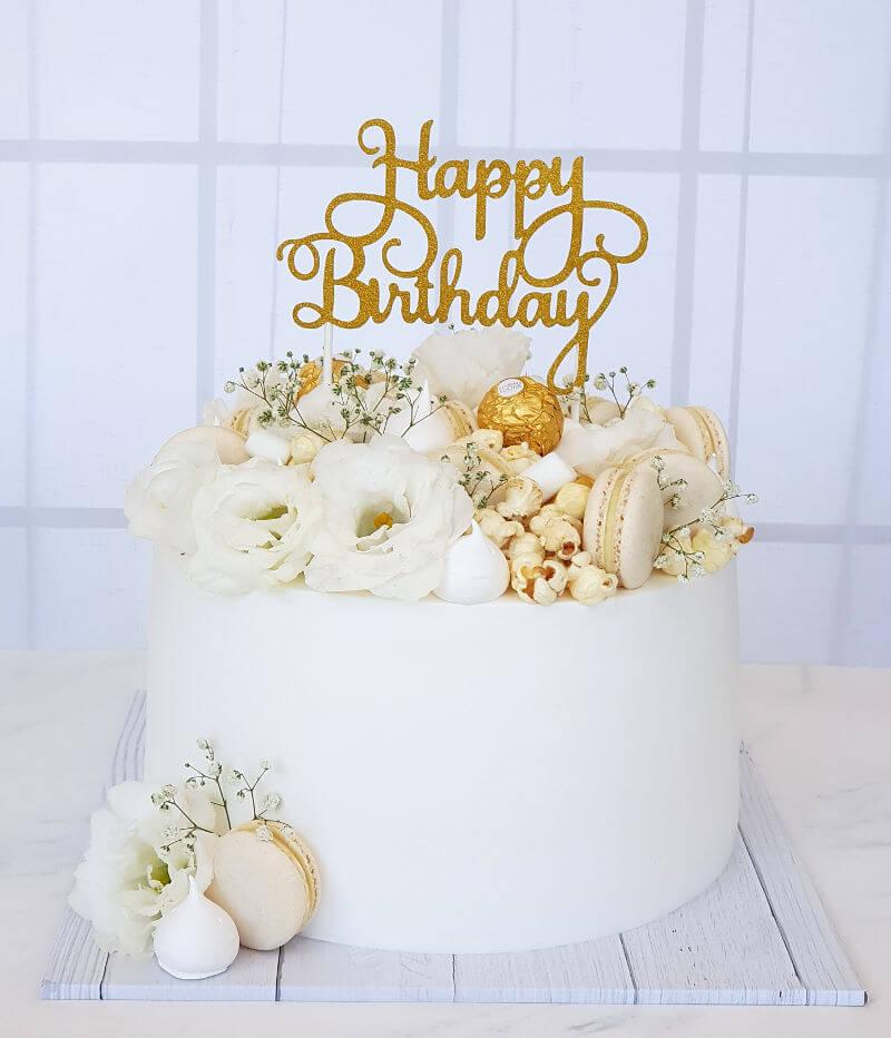 עוגת יום הולדת מבוגרים בלבן