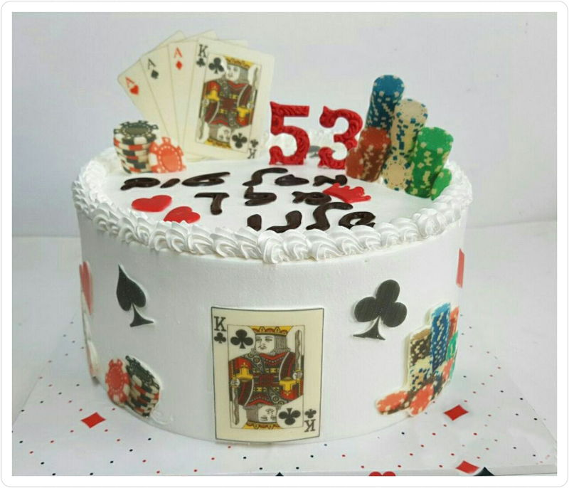 עוגת יום הולדת מבוגרים עם קלפים