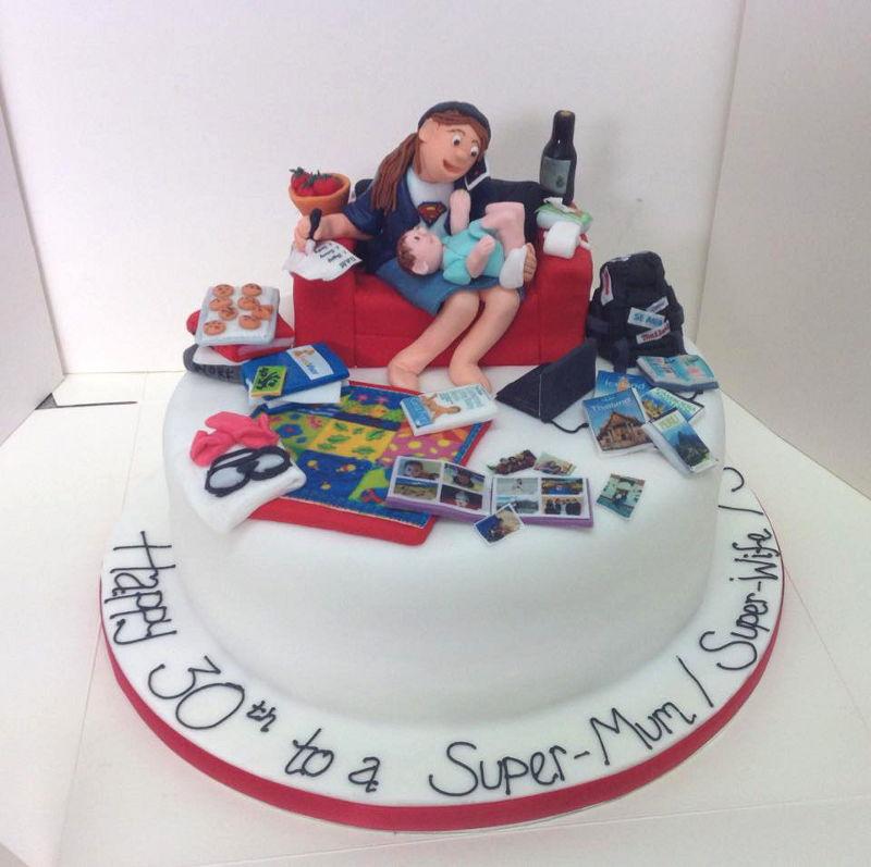 עוגת יום הולדת לאמא עסוקה מבצק סוכר
