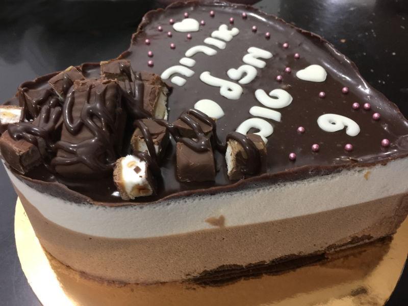 עוגת יום הולדת מוסים בצורת לב