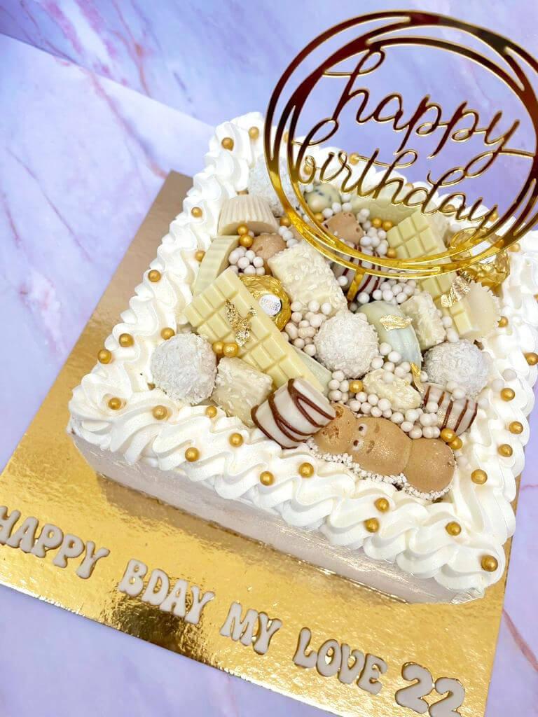 עוגת יום הולדת מוס קינדר מרובעת