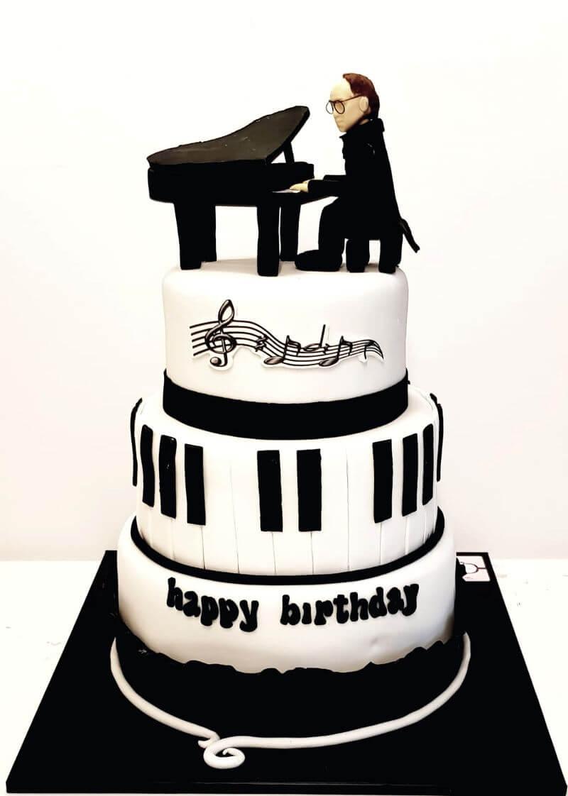 עוגת יום הולדת מיוחדת בעיצוב פסנתר