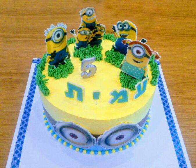 עוגה יום הולדת של מיניונים