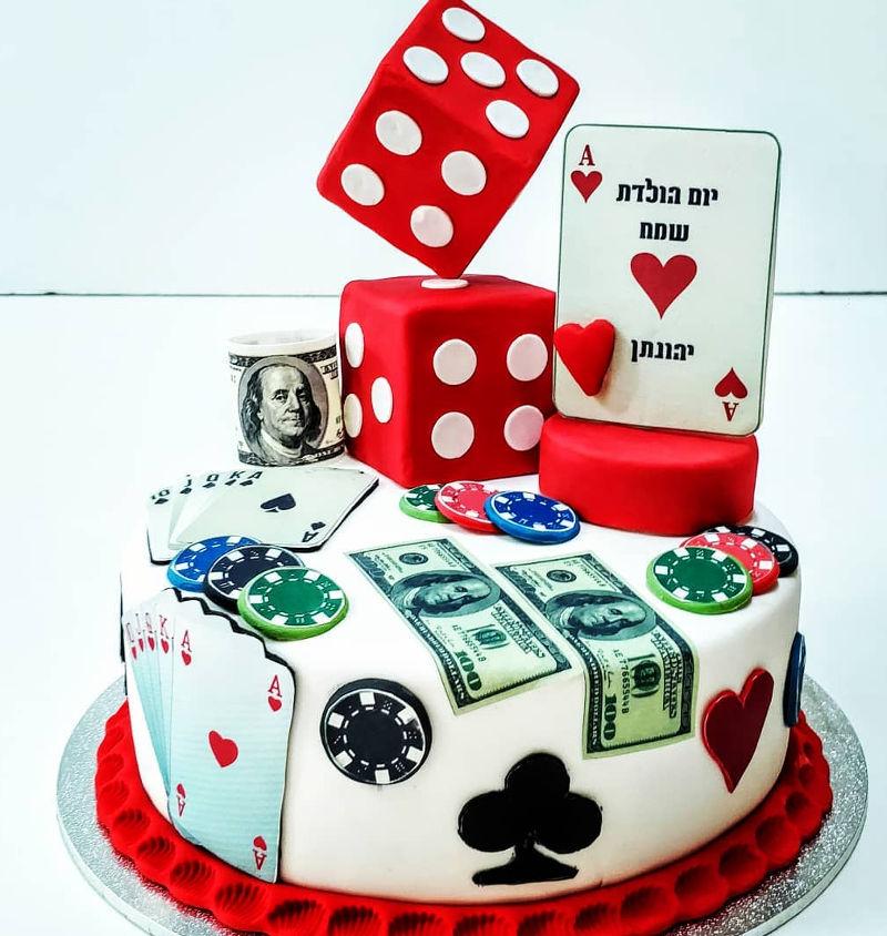 עוגת יום הולדת מעוצבת פוקר מבצק סוכר