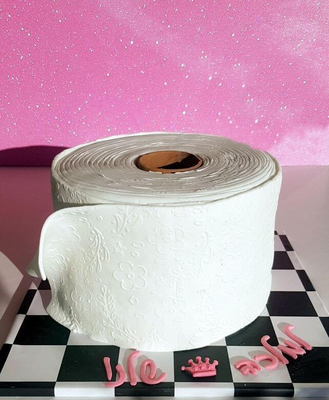 עוגת יום הולדת נייר טואלט