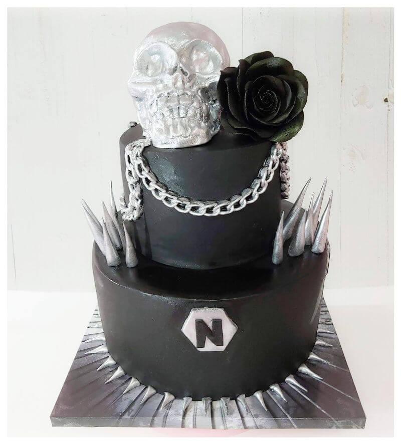 עוגת יום הולדת עם גולגולת