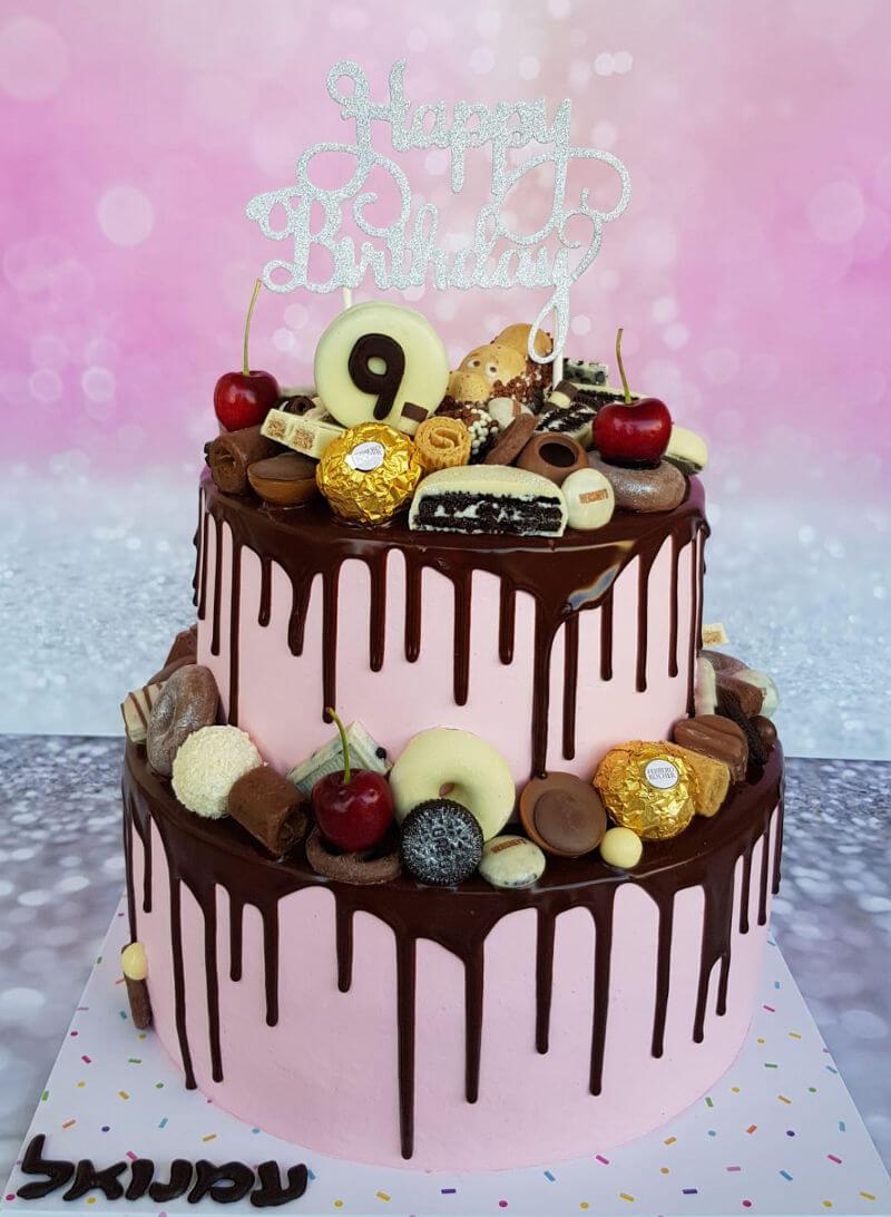 עוגת יום הולדת קומות עם ממתקים