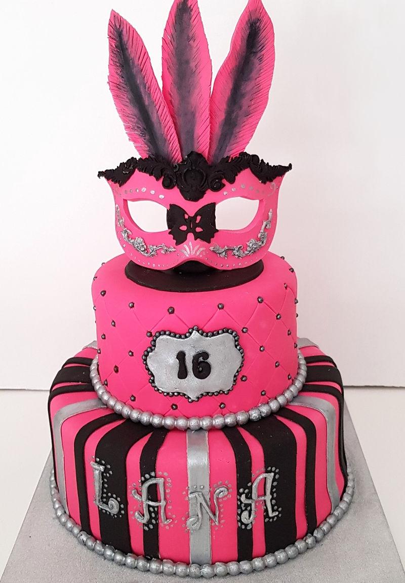 עוגת יום הולדת קומות לבת