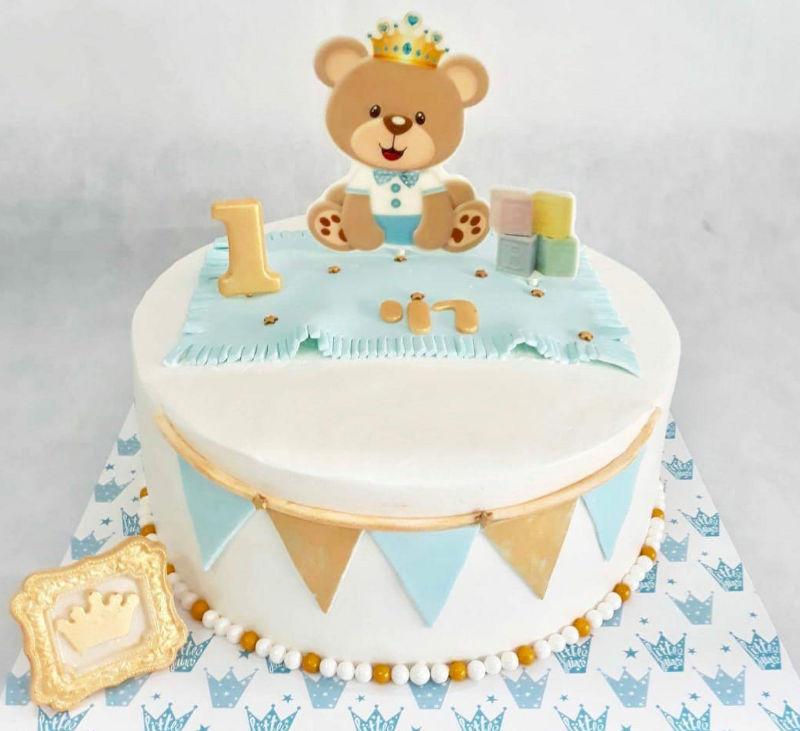 עוגת יום הולדת שנה לבן עם דובי