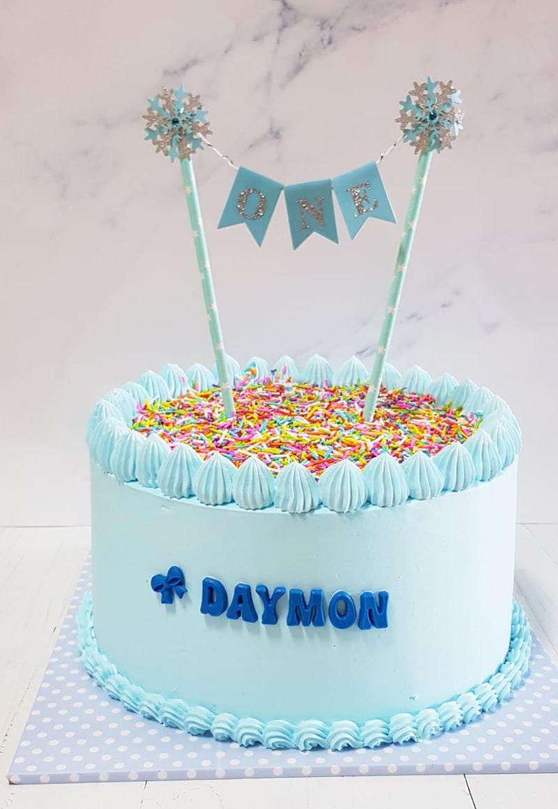 עוגת יום הולדת שנה עם סוכריות