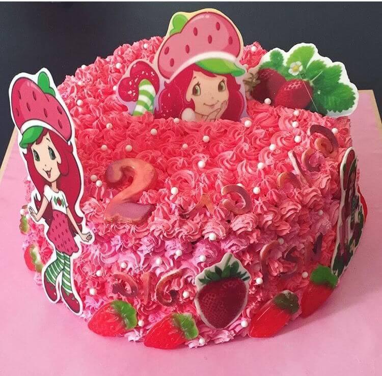 עוגת יום הולדת תותית