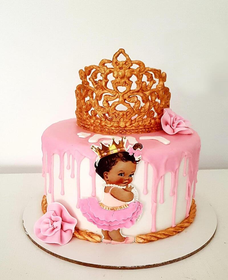 עוגת יום הולדת עם תינוקת