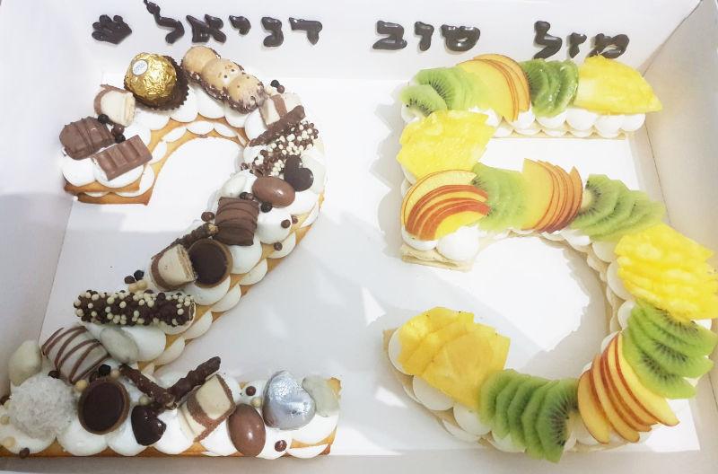 עוגת יום הולדת 25