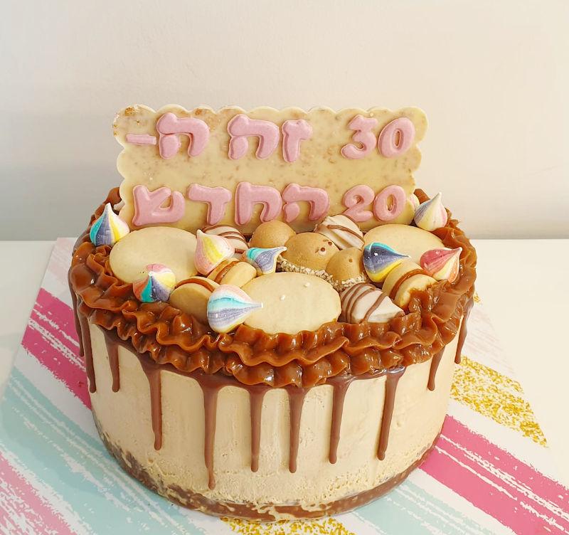 עוגת יום הולדת 30 עם ממתקים