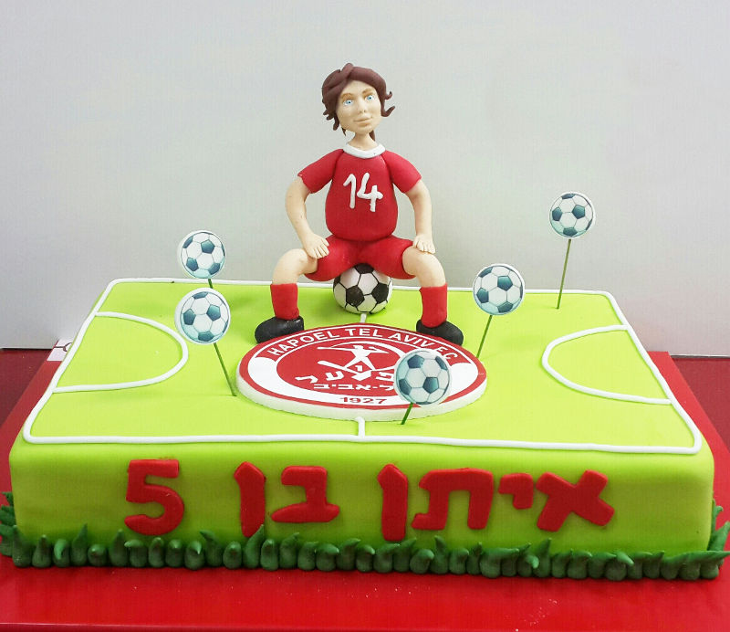 עוגת מגרש כדורגל מבצק סוכר