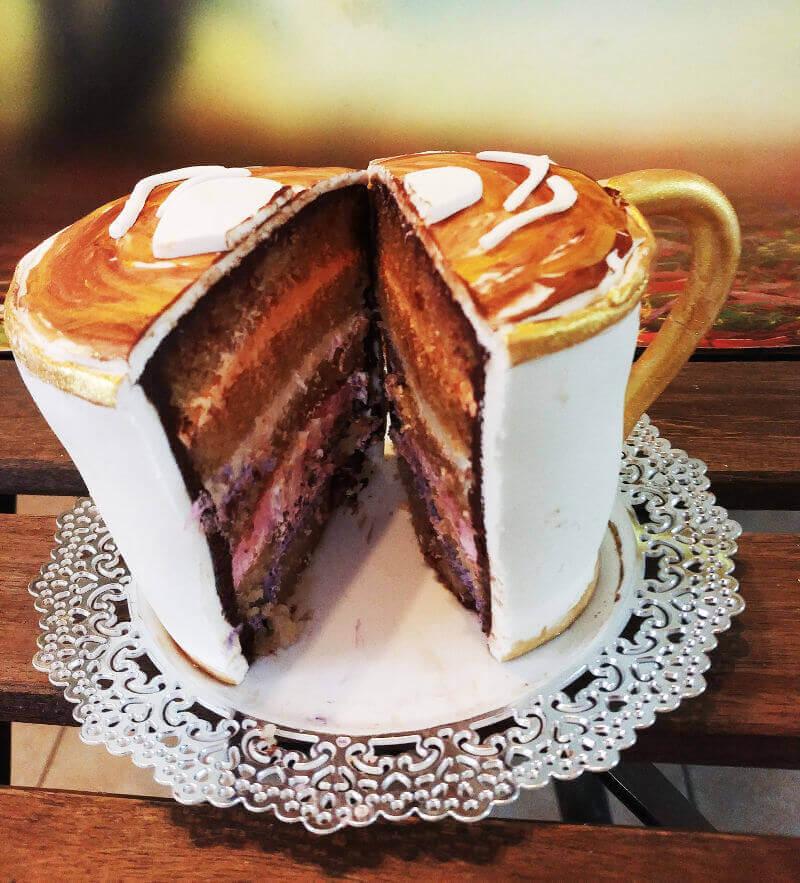 עוגת כוס קפה מעוצבת מבפנים