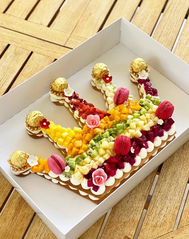 עוגת כתר עם פירות טריים