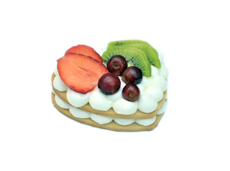 עוגת לב אישית עם פירות