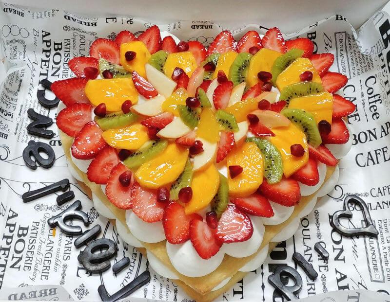 עוגת לב בצק פריך שקדים ופירות